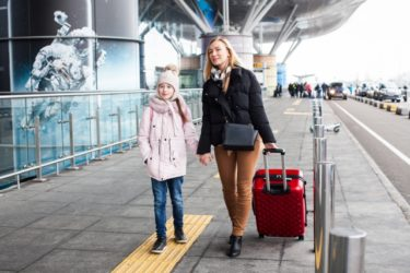 【定住者ビザ】外国人配偶者の連れ子を日本に呼び寄せる時の4つの注意点
